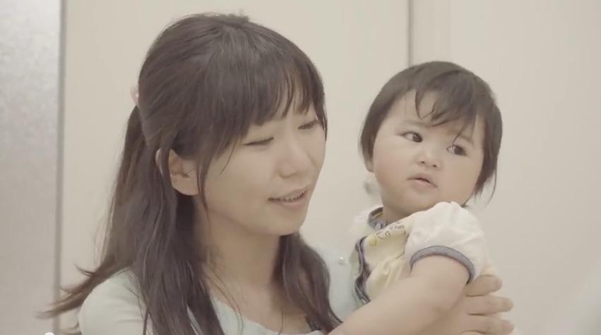 Anúncio do 1ro Aniversário das Mães